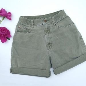 Vintage Hunt Club • olive Bermuda cuffed shorts